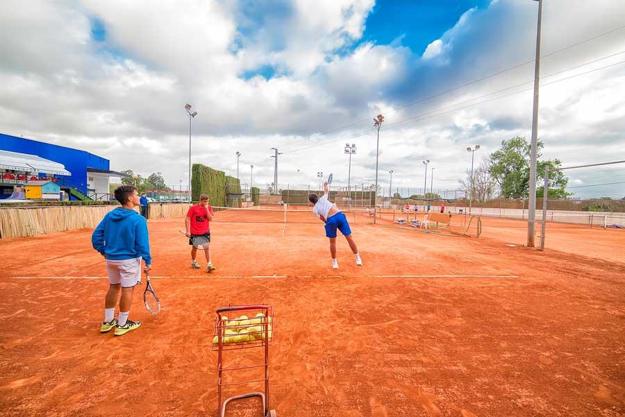 clases de tenis adultos carcaixent
